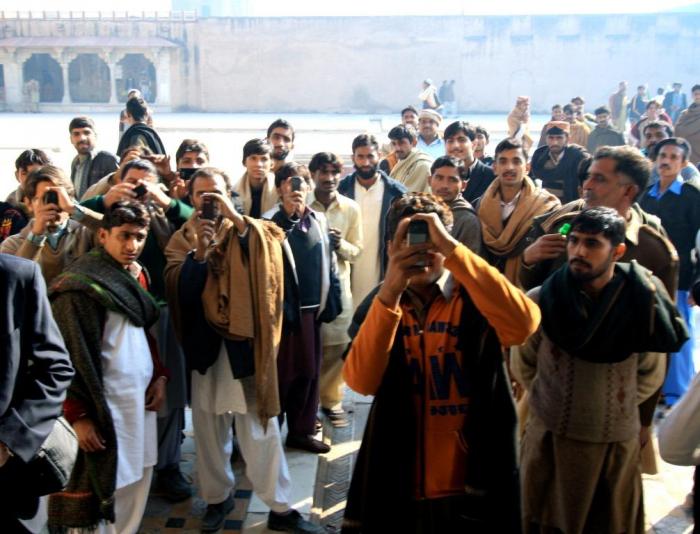 Chcete zažít, jaké je to být celebritou? Jeďte do Pákistánu!