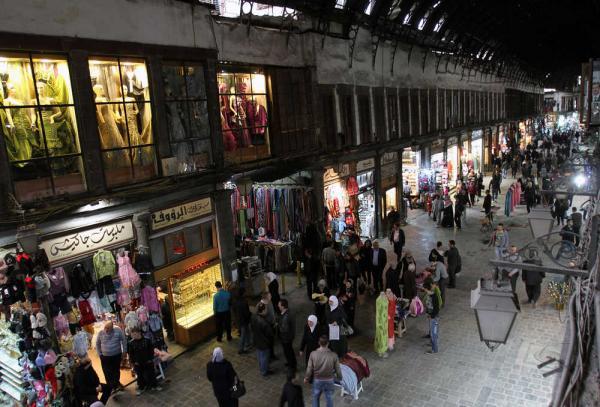 Syřané brodící se svinstvem a snažící se nakupovat, či snad rabovat?