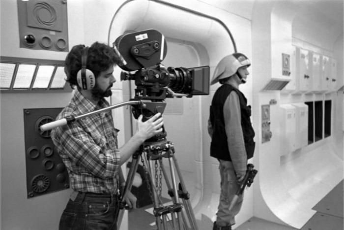 Prvním Star Wars nevěřili ani herci a štáb, Lucas si musel mnoho scén natočit sám, nikdo nechtěl dělat přesčasy.