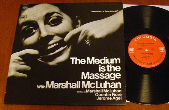 Zásadní kniha o médiích na gramofonové desce – tedy na překonaném médiu.