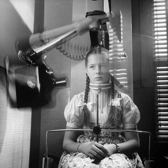 Rotující rentgen, který snímal panoramatický obraz zubů, nahradil tradiční snímání pomocí stisku filmu zuby.