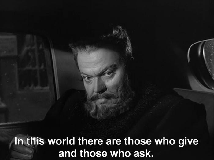 Welles v jednom z jeho méně známých snímků - Pan Arkadin - důvěrná zpráva. Studio udělalo z filmu téměř nesrozumitelný blábol. Film se nepodařilo úplně dokonale restaurovat (existuje několik verzí), i tak je to jeden z nejlepších thrillerů vůbec.