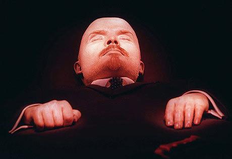 Vladimír Iljič Lenin - otec zakladatel nejen komunismu, ale i tradice vycpaných mrtvol.