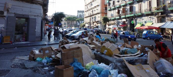 V italské Neapoli sice stávkují popeláři téměř pořád, ale evropský smysl pro hygienu si s tím dokáže lehce poradit.