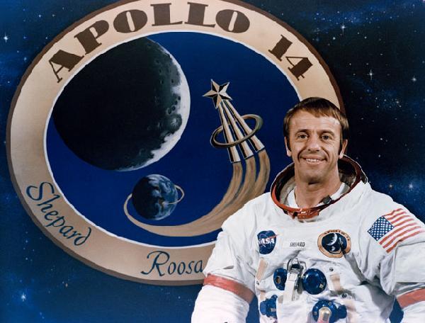 Alan Shephard se stal prvním americkým astronautem. Následně mu NASA umožnila během mise Apollo 14 stát se jedním z těch, kteří se prošli po povrchu Měsíce.