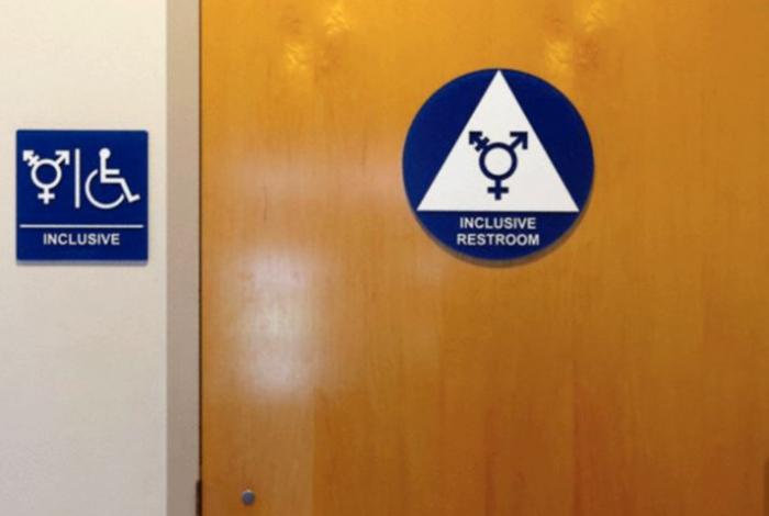 Genderoví válečníci si nejprve vybojovali politicky korektní záchody, nyní se snaží o odpohlavnění těhotenství.