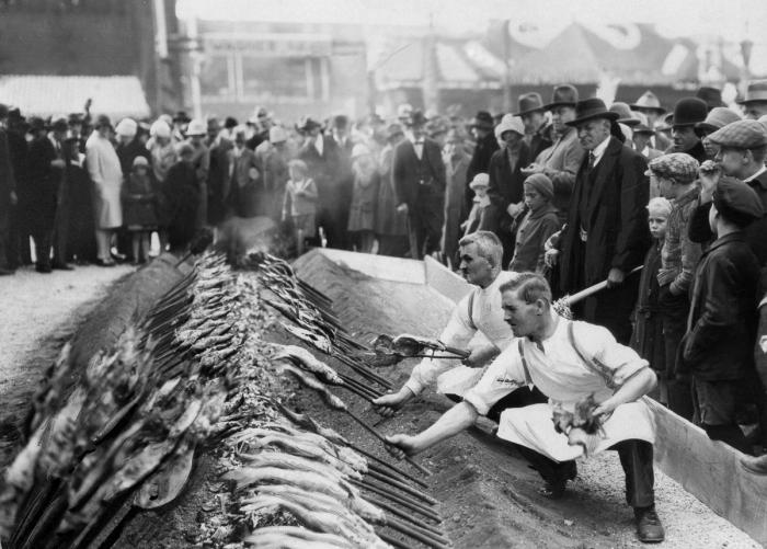 Takhle se tu opékaly ryby přímo na uhlí v roce 1929