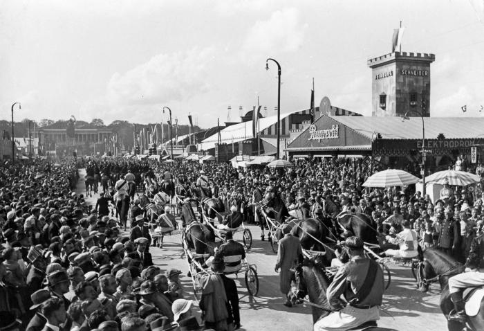 Areál Oktoberfestu v roce 1935
