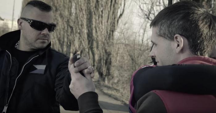 To si takhle hrajete s telefonem, a najednou přijde Ortel a máte po srandě.