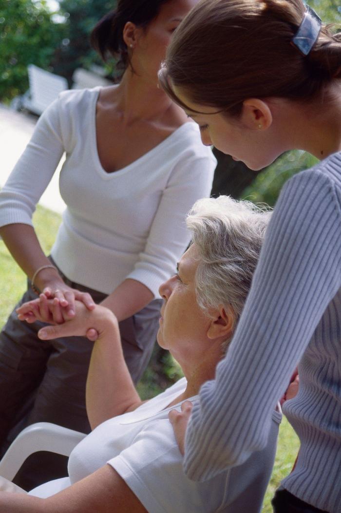 Při jednání s nemocnými Alzeheimerovou chorobou buďte mírní a empatičtí. Nebojte se lehkého fyzického kontaktu.
