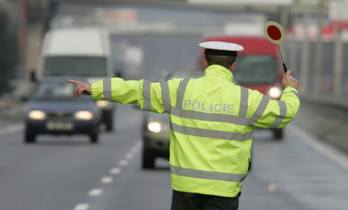 Víte, proč za přejetým policajtem není brzdná čára?