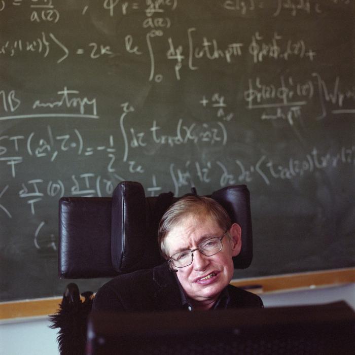 Stephen Hawking svými objevy významně pomohl k pochopení existence světa. Nyní velí k dobývání vesmíru.