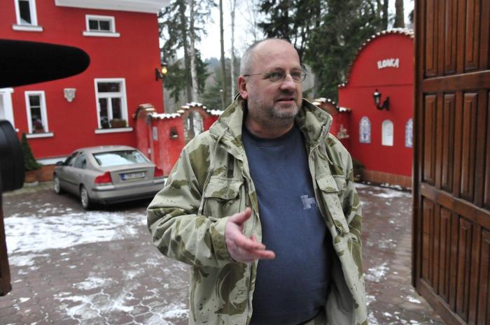 Dnešním majitelem vily s pohnutou minulostí je producent Petr Kratochvíl. Žila tu s ním i jeho exmanželka Lucie Bílá.
