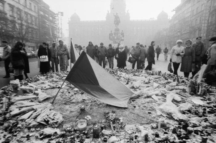 Období listopadové sametové revoluce v centru Prahy
