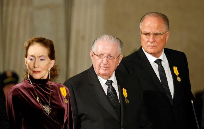 František Čuba (uprostřed), muž, který má návod na úspěch – respektive na to, jak nechodit do práce a stejně dostávat plat.