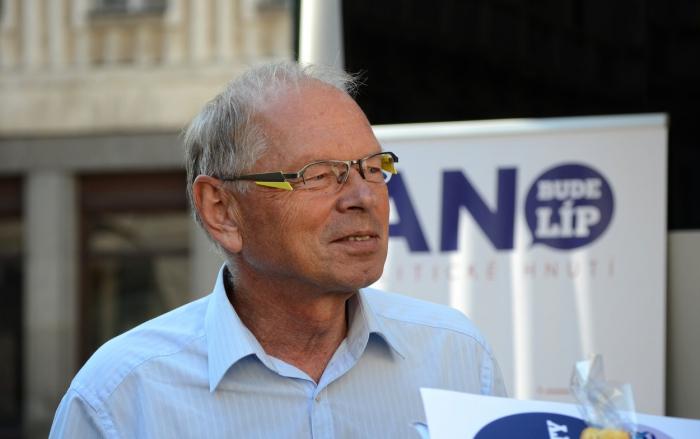 V roce 2013 byl Pilný v čele kandidátky hnutí ANO do voleb. V tomto roce byl z té podzimní vyškrtnut a o pár týdnů později byl nominován na ministerské křeslo. Aby se v tom čert vyznal.