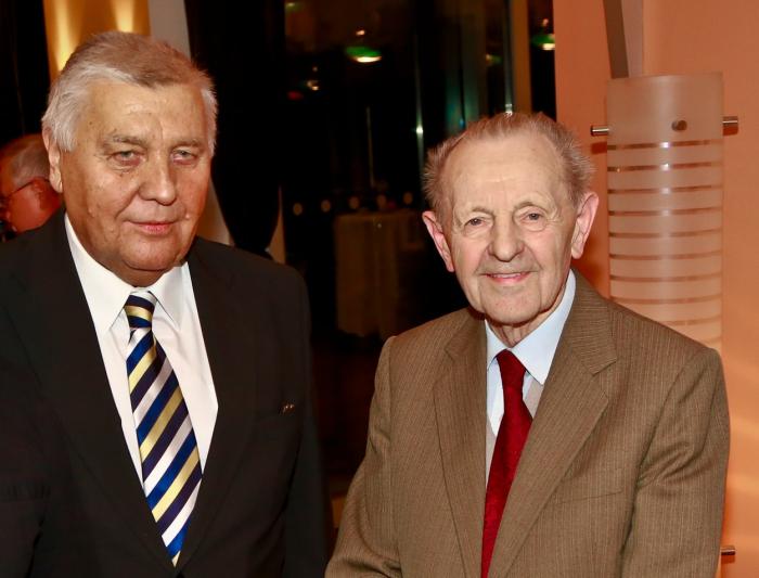Jakeš s dalším komunistou Miroslavem Štěpánem, který již zemřel.