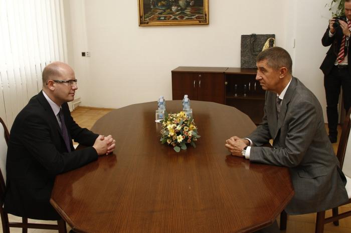 Vztah Sobotky a Babiše je ukázkovým příkladem toho, že nejhorší nepřítel je koaliční partner.
