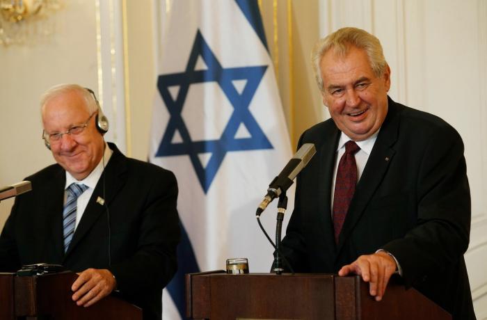 Ač byl soudně usvědčen z nejedné lži, titul Bojovník za pravdu Miloši Zemanovi náleží za jeho vztah k Izraeli a Židům.