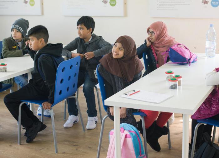 """Ve většině civilizovaných zemí spolu děti bez ohledu na vyznání normálně studují a bezproblémově vychází. Jakmile do toho ale nějaký agilní učitel začne """"v rámci dobra"""" zasahovat, povětšinou to špatně dopadne."""