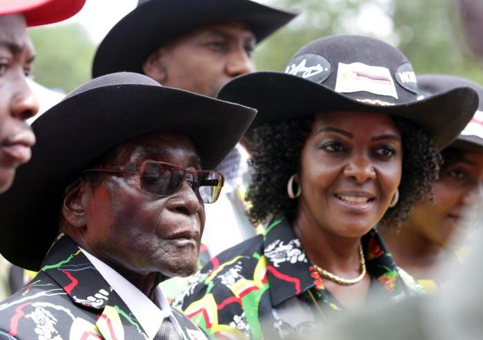 Zimbabwský exprezident Mugabe a jeho nenáviděná manželka Grace poznali, že lidský duch snese jen určité množství útlaku.