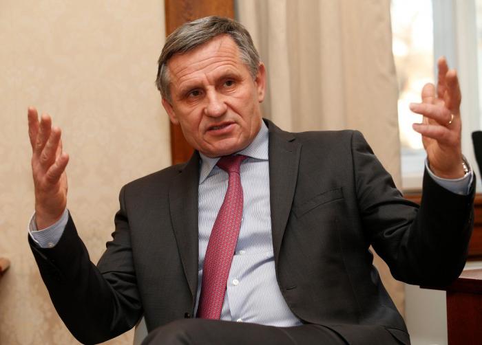 Hejtman Zlínského kraje Jiří Čunek se domnívá, že statisíce z krajského rozpočtu dokáže investovat i za lepší věci, než je návštěva Miloše Zemana.
