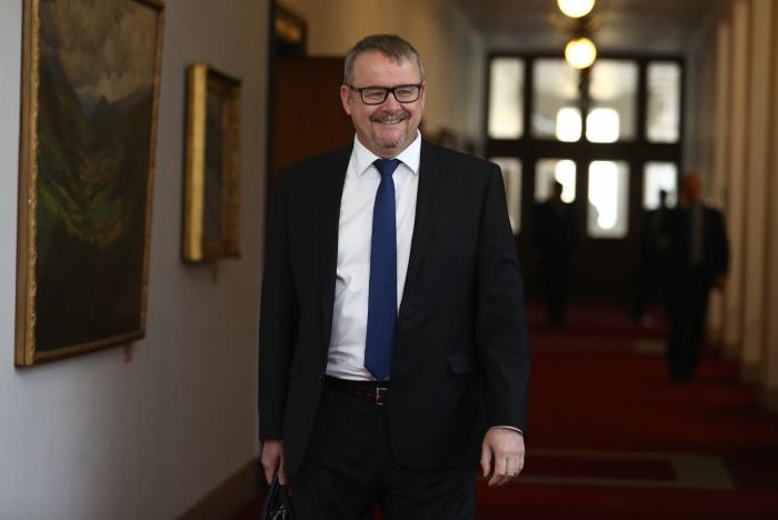 Dan Ťok se směje geniálnímu fóru Andreje Babiše. Exministr dopravy a Ropák roku 2016 se nově bude starat o životní prostředí.