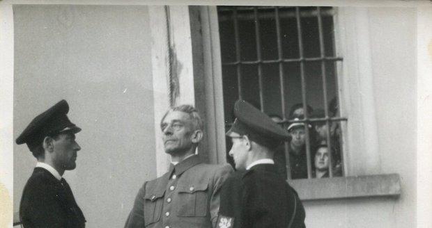 Veřejné popravě K. H. Franka přihlíželo 5 tisíc lidí. Ani ostatní nacistické zrůdy neušly trestu.