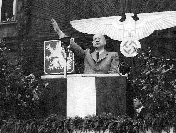 Mnoho lidí se neváhalo postavit nacistickému režimu. Našli se ale i tací, kteří s ním spolupracovali. Mezi nejhorší kolaboranty patřil ministr Emanuel Moravec.