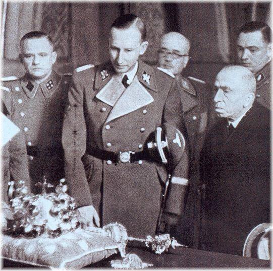 Prezident Hácha byl pouhou bezmocnou figurkou. V protektorátu vše řídil protektor a nacističtí pohůnci.
