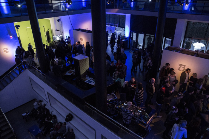 Prostory The Chemistry Gallery hostily první umělecký souboj ve virtuální realitě.