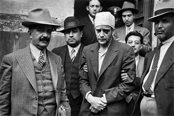 Zbitý Ramón Mercader předtím, než ho mexický soud poslal za vraždu Trockého na 20 let do vězení.