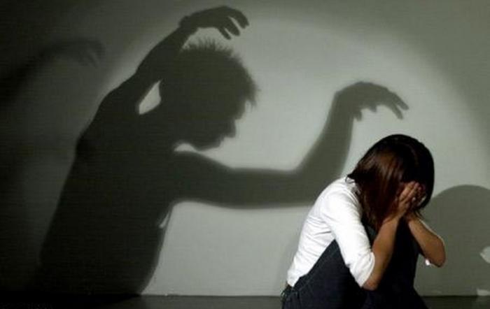 Psi se na cizí lidi vrhat smějí, muži se na cizí ženy vrhat nesmějí. Kde je rovný přístup? Kde je spravedlnost?!