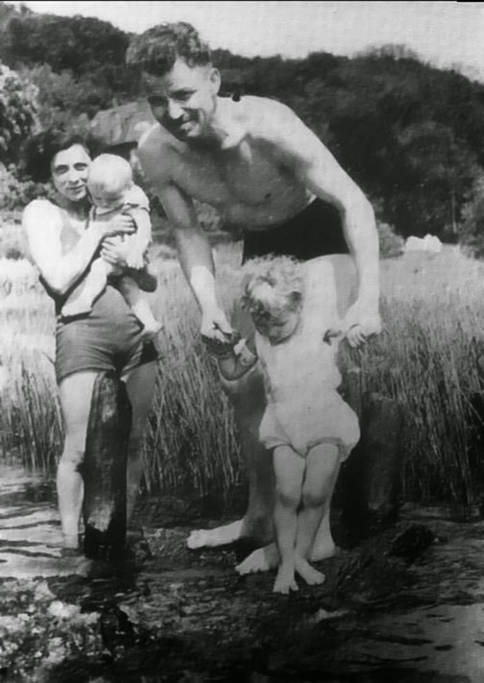 Jediná existující fotografie rodiny pořízená v roce 1938. Chvilku předtím, než je nacistický režim násilím roztrhl od sebe.