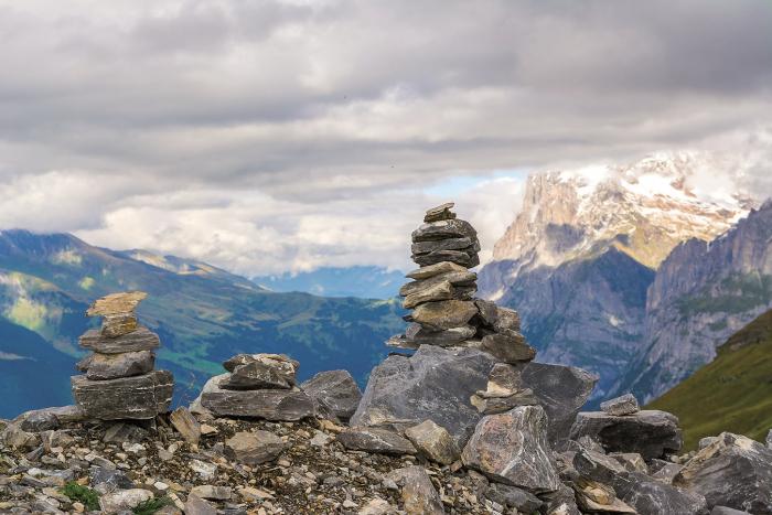 Tzv. kamenní mužíci dříve usnadňovali bačům orientaci v horách. Dnes jsou jen znamením toho, že v okolí vede turistická stezka.
