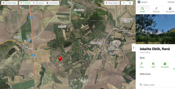 Nalevo je proslulý kopec Raná - centrum českých paraglidistů.