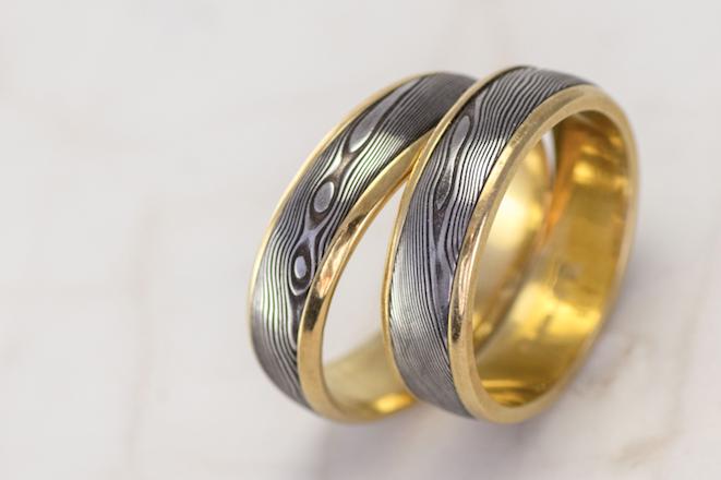 Damasteel se dá kombinovat s drahými kovy, třeba se zlatem