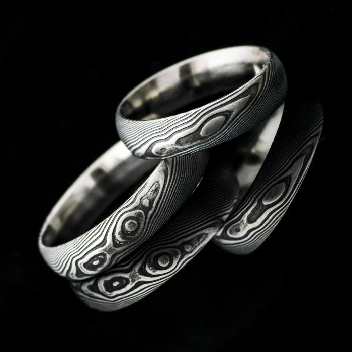 Spojení dvou kovů jako symbol spojení dvou lidí