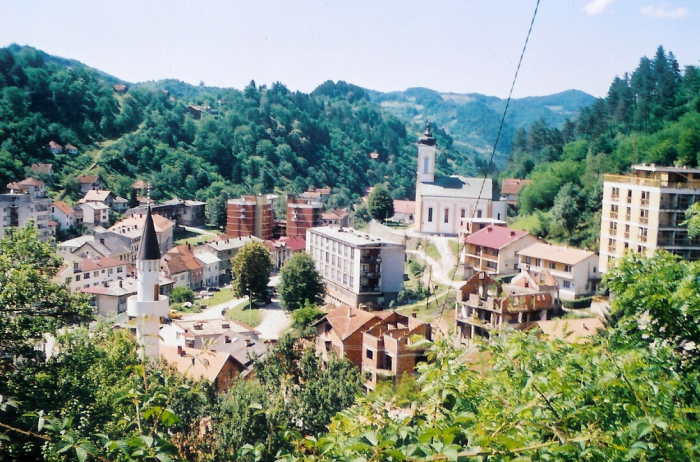 Srebrenica je dnes tichým a nenápadným bosenským městečkem. Její krvavá historie ji ale bude provázet již navždy.