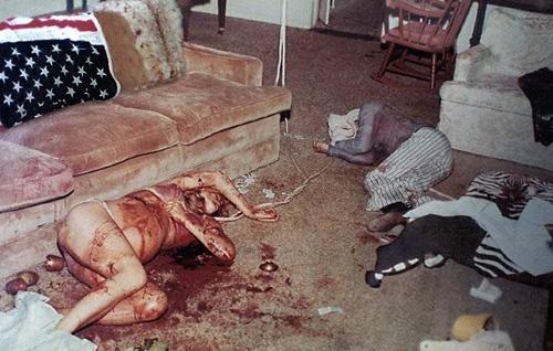 V Polanského domě čekala na policisty děsivá podívaná. Vrazi zde rozpoutali doslova jatka.