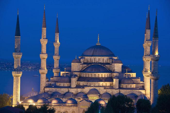 """V Modré mešitě v Istanbulu nenajdete žádné """"ksichty""""."""
