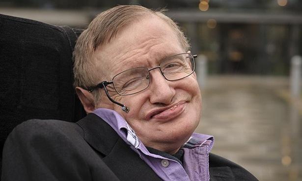Stephen Hawking neztrácí úsměv i přesto, že už 53 let bojuje se zákeřnou nemocí.