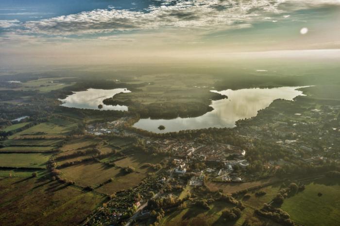 Rovina, rozptýlená zeleň, rybníky, zachovalé historické město, blízko do Rakouska - dokonalá kombinace.