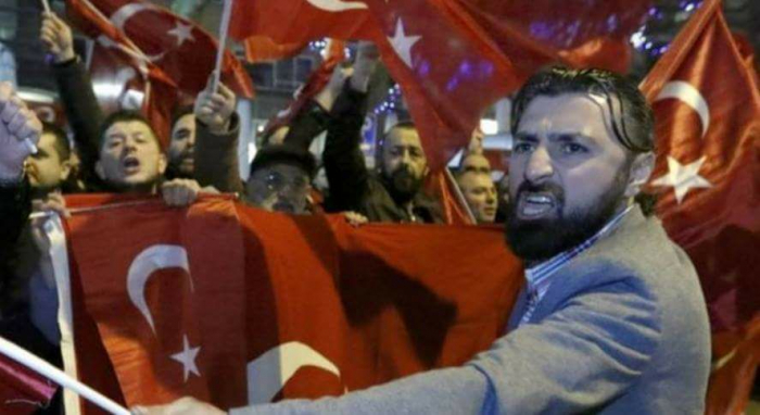 Situace v Turecku je vyostřená. Země se pod Erdoğanovým vedením čím dál více vzdaluje ideálům západní demokracie.