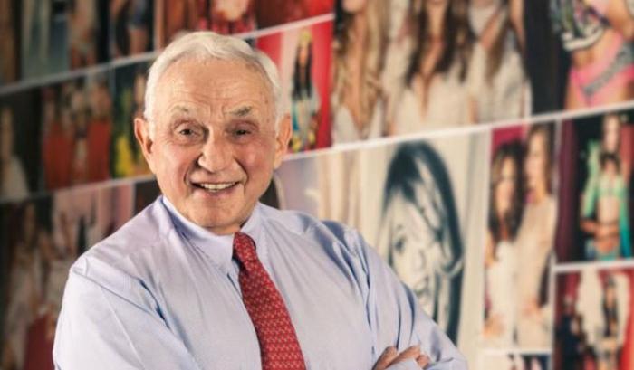 Značka Victoria's Secret dosáhla dnešního věhlasu až pod vedením Leslieho Wexnera, který od Raymonda koupil značku za milion dolarů.