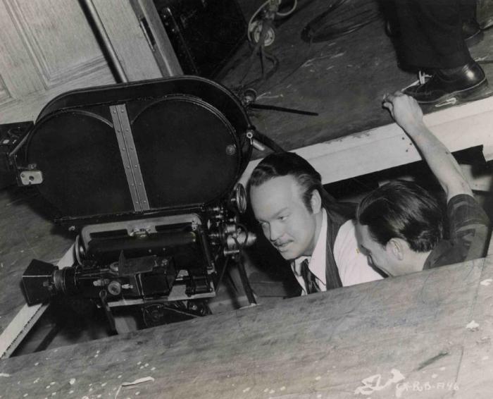 Orson Welles za kamerou během natáčení Občana Kanea.