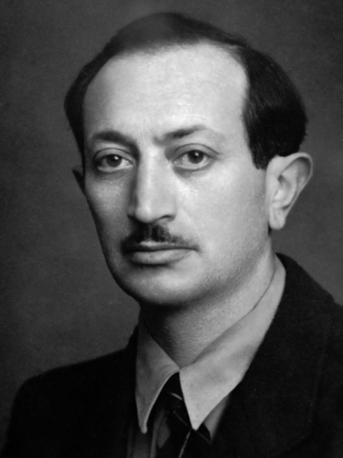 Před druhou světovou válkou se Wiesenthal živil jako architekt. Inženýrský titul získal v Česku.