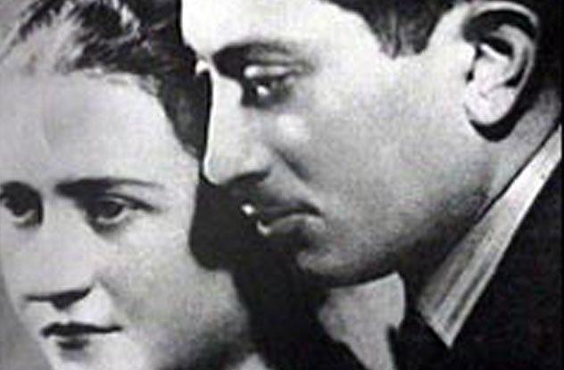 Většina Wiesenthalovy rodiny nepřežila holocaust. Zůstal jen on se svou manželkou.