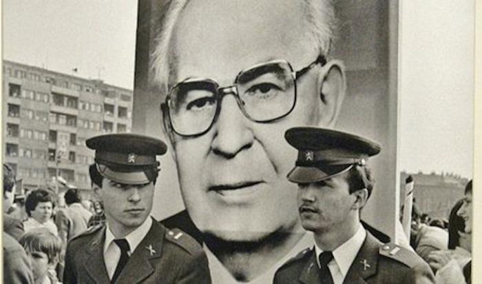 Čest tohoto muže neochránily ani pendreky totalitního režimu. Žádnou totiž neměl.