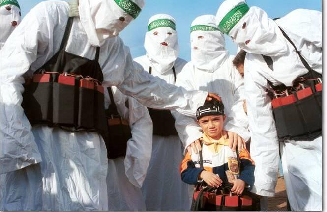 Islámští teroristé o své pásy s výbušninami pečují. Romové by je prodali.